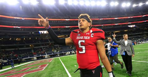 College Sports: If Patrick Mahomes declares, where does he