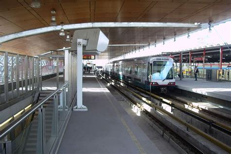 Metro Service in Rotterdam - Connections and stations